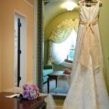 ブライズルームはお二人だけの控室。ドレスを脱いで私服に着替えたら、ゆっくりと寛いで。