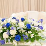 会場はどんな色のお花で飾りますか?