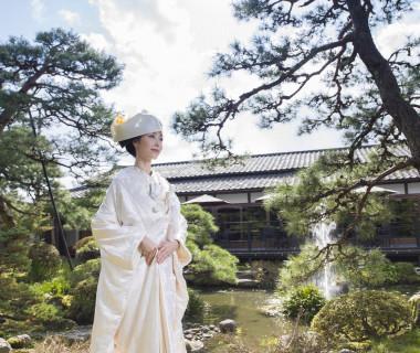日本庭園を望みながら、いよいよ挙式が始まります
