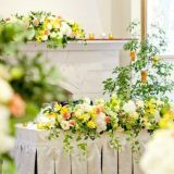 会場装花の一例。黄色やオレンジを使って春らしさを演出☆