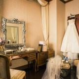 清潔感のあるブライズルーム。花嫁のお支度を仕上げていきます。