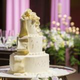 パティシエが作るホテルメイドの贅沢な特製ウェディングケーキ