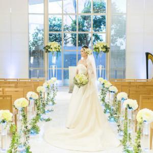 サムシングブルーの清らかな光がおふたりを包み込みます ANAクラウンプラザホテル金沢の写真(674079)