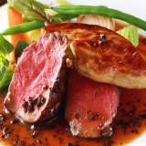 国産牛フィレ肉のロッシーニ。フォアグラとトリュフソースの調和がなんとも贅沢。