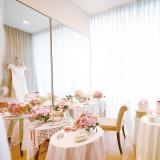 ゲストだけではなく花嫁にも寛いでもらえるように用意されたブライズルームは花嫁が幸せを噛みしめながら準備を整えられる場所