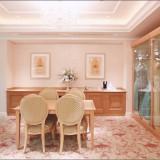 打合せを行うブライダルサロンはベージュと淡いピンクを基調とした優しい空間。結婚式のご相談はプランナーにお任せください。