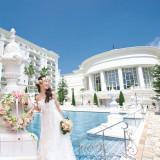 幸せは、白と青の世界で幕をあける。浜名湖畔にそびえる白亜の館で、特別な一日を。