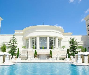 浜名湖畔にそびえる白亜の邸宅で叶える特別な一日。