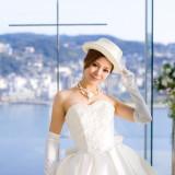 一生に一度だけの最高に輝く瞬間をより華やかに彩るウェディングドレス。