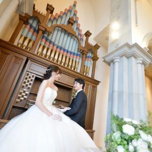 挙式当日は暖かなパイプオルガンの音色と聖歌隊の歌声で感動的な挙式に彩りを添える。|アメイジンググレイス前橋の写真(7504515)