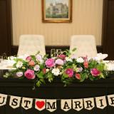 メインテーブル装花 フラワーコーディネーターと打ち合わせをして会場装花を決めていただきます。