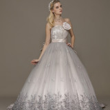 北陸最大級のドレスショップことぶきのドレスを扱っております。