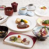 和も洋も楽しめる和洋折衷のお料理をご提供いたしております!
