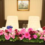 メインテーブル装花✿ フラワーコーディネーターが素敵なお花をご提案いたします!