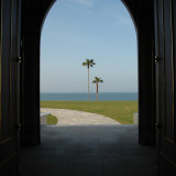 厳かな挙式が終わり扉が開くとそこには天草の美しい海が一面に広がり感動は最高潮に!