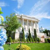 """【迎賓館ル・トリアノン】フランス18世紀の文化を再現したこの会場は、外観は実在する""""プチ・トリアノン""""そのままに。"""
