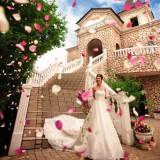 南欧・プロヴァンスをイメージした造りの『セント・ヴェルジェ教会』。ゲストからの祝福を受けるセレモニーも、花々とハーブの香り漂うこのガーデンで!