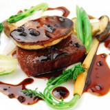 焼き加減にもこだわるお肉料理は、ナイフを入れた瞬間にじゅわっと肉汁があふれる!