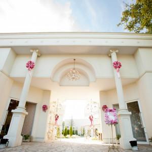 皆様をお迎えする凱旋門|ROSA FELICEの写真(354919)