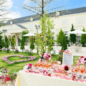 バラ咲き誇るイングリッシュガーデンと白亜の館。憧れが詰まった舞台で自由な演出を楽しんで|ROSA FELICEの写真(317757)