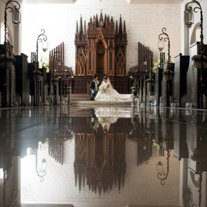 ウェディングロードには神秘的に祭壇を映します|St. GRAVISS(セントグラビス)の写真(711014)
