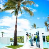 青い海と空が広がる解放感あふれる水の邸宅