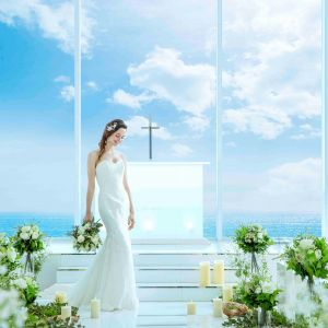 陽光が贅沢に降り注ぐデイタイムの挙式|アルモニーヴィラオージャルダンの写真(3727654)