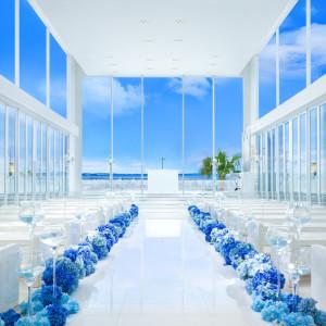 青い海と空に浮かぶチャペルで永遠の愛を誓う|アルモニーヴィラオージャルダンの写真(3727367)