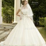 オリエンタルな雰囲気のドレスも人気!!