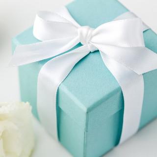 日曜日のフェア限定♪高級ブランドアクセサリーを5組限定でプレゼント!