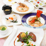彩音自慢のお料理は季節の食材を使うため四季に合わせ4回変わります。フレンチベースの創作料理と和洋折衷料理、どちらもお箸でも食べ易いように工夫されています。
