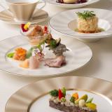 食材と旬にこだわり、専属シェフが一皿一皿心を込めてお創りしております。