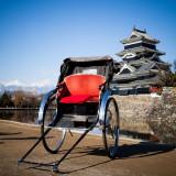 歩いてすぐに国宝松本城