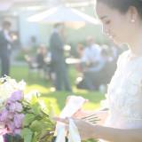 ピンクのバラと陽のヒカリ 純白のドレスが映えます。