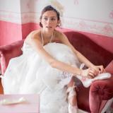 純白のウエディングドレスに身を包み、大切なゲストが待つ結婚式へ。