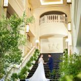 大階段はふたりだけの撮影スポットにも、ゲストとの集合写真スポットとしても大人気♪