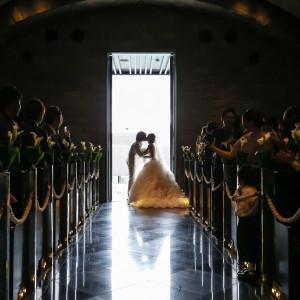 挙式の退場時に「クロージングキス」 ゲストもうっとりな素敵なシーンになること間違いなし!!|Belle fuga(ベル フーガ)の写真(1669316)