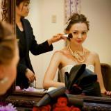 専属美容師がお支度から披露宴、二次会のお支度まで付き添ってくれるから安心。憧れの1日は常に美しい花嫁姿で。