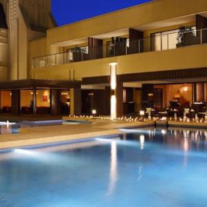 開放的な水の庭に囲まれたラグジュアリー空間で過ごすパーティーは、ゲストの心に印象的に残る事でしょう。 ■ザ・グランスィート|ザ・グランスイート (-small luxury resort- THE GRAN SUITE)の写真(306396)