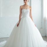 シンプルだからこそ花嫁をひきたたせる最高の一着