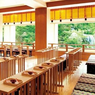 【大人花嫁が一目惚れ】日本庭園を臨む開放的な神殿を体感!