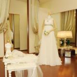 衣裳室はそれぞれ個室なので、ドレス選びもじっくりして頂けます。お気に入りの1着を見つけてください。