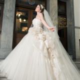 華やかでエレガントな白ドレス♪