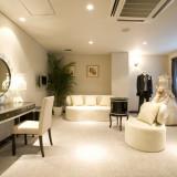 ブライズルームはエレガントな色彩をモチーフに彩られた優雅な空間。