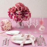 ピンクコーディネート クラシカルな色合いのお花が可愛らしさの中に大人らしさを演出します