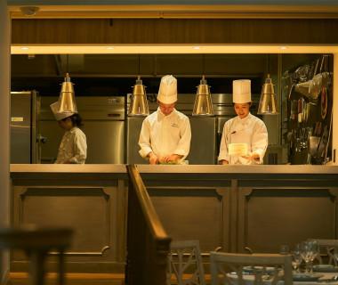 オープンキッチンならではの出来立てを味わえるのが、何よりも嬉しい♪シェフと相談して作るフルオーダーメイドも叶っちゃいます!