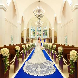 120年の歴史を語るステンドグラスとともに、 ヨーロッパの教会文化が息づくチャペル