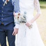 """大人花嫁に人気の""""funo""""のドレスを着てゲストの笑顔と祝福のシャワーを浴びる幸せなひとときを全ての花嫁たちに。"""