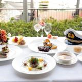 イタリアン&フレンチのコース料理をご用意。地中海料理を、海の上で。シェフこだわりの一皿をお楽しみください。