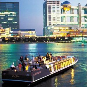 ご披露宴クルーズにもぴったりの船を多数ご用意!夜景にきらめく水面がロマンチックなお台場。|ジールウェディングクルーズの写真(2417387)